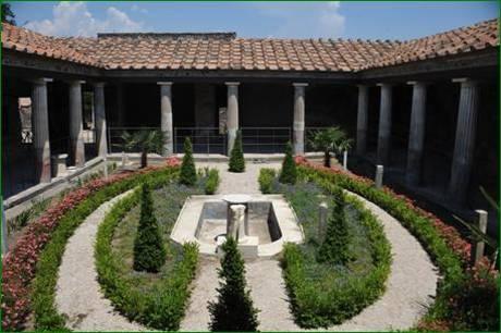Reabre al p blico la casa de los amorcillos dorados de for Casa y jardin bazaar 2013