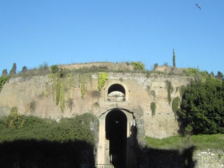 Roma-Mausoleo-de-Augusto