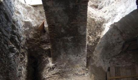 pilar-central-comedor-de-Neron