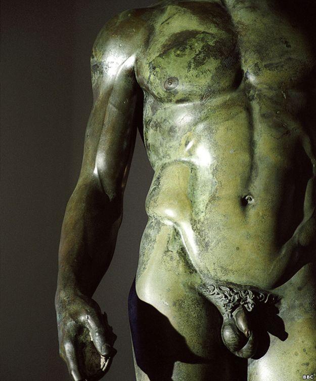 belleza-gol-estatua-verde 623f2f593a6b5