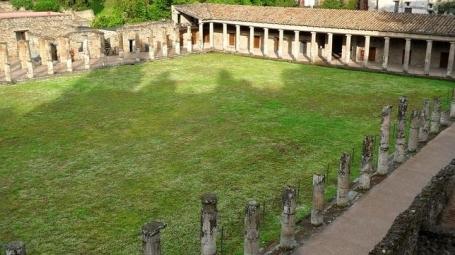 pompeya-gimnasio-grande