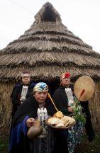 Mujeres mapuches en un ritual relacionado con el solsticio de invierno. Fernando Nahuel | EFE
