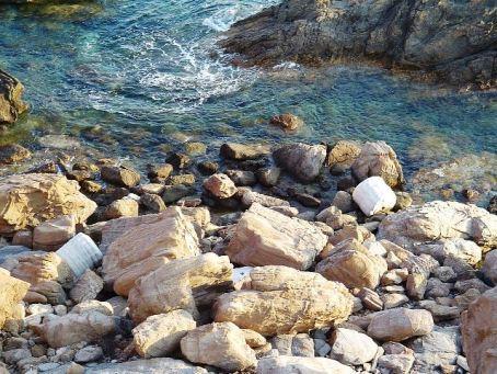 Sounion_temple_Poseidon_columns_in_sea