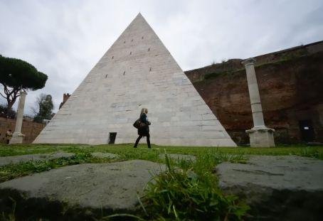 roma_piramide_cestia