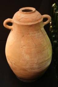 Ánfora de l'Alt de Benimaquia. Siglo VI a. de. C. Museu Arqueològic de Dénia. Foto: J.A. Gisbert.