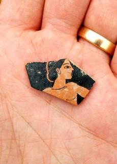 Restos de cerámica del S.VI aC hallados durante la exploración. SIA/EFAK/YPPOA